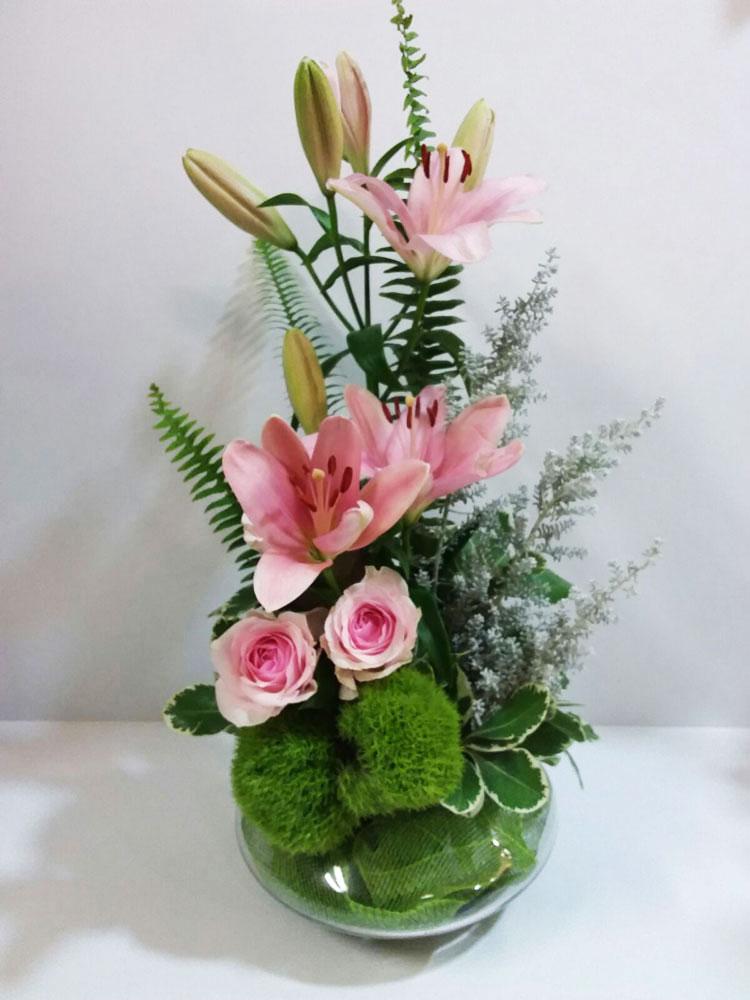 פרחים בכלי